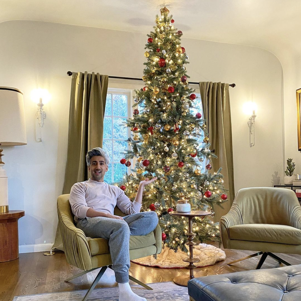 2020 Celebrity Christmas Trees that You'll Love 2020 celebrity christmas trees 2020 Celebrity Christmas Trees that You'll Love tan france christmas tree 1604518771
