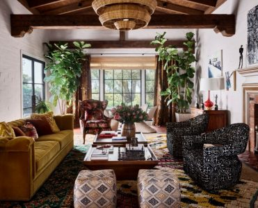 irainn wilson Rainn Wilson will Open the door of his Mediterranean-Style Farm House Rainn Wilson will Open the door of his Mediterranean Style Farm House 13 371x300